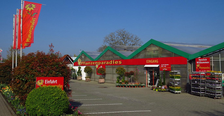 Pflanzenparadies Weinheim Eingang mit Parkplatz