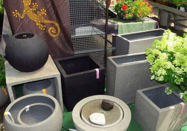 Esteras Gartendekoration Brunnen und Pflanzgefäße